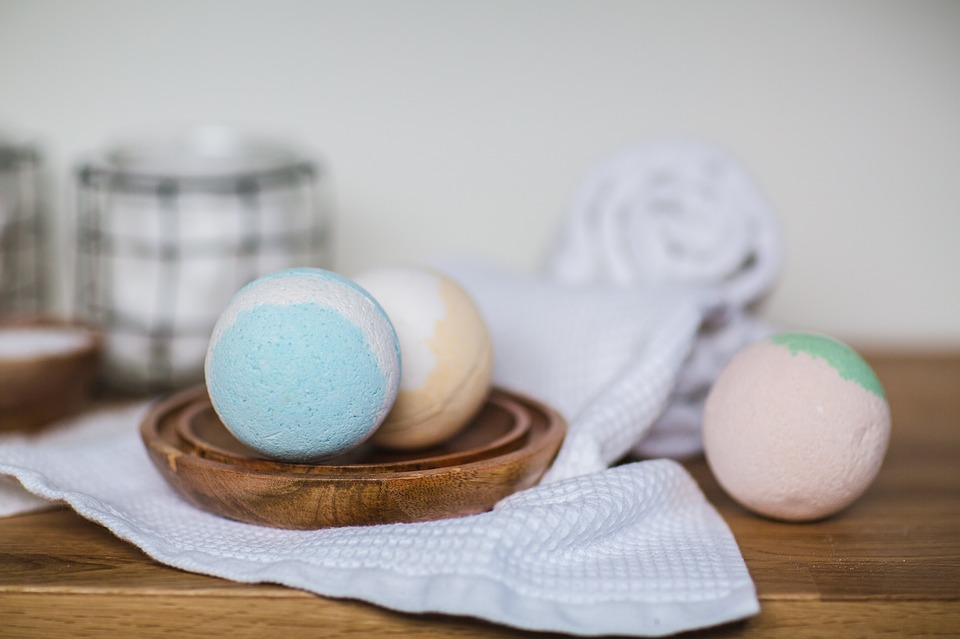 DIY Gifts for Mom bath bomb