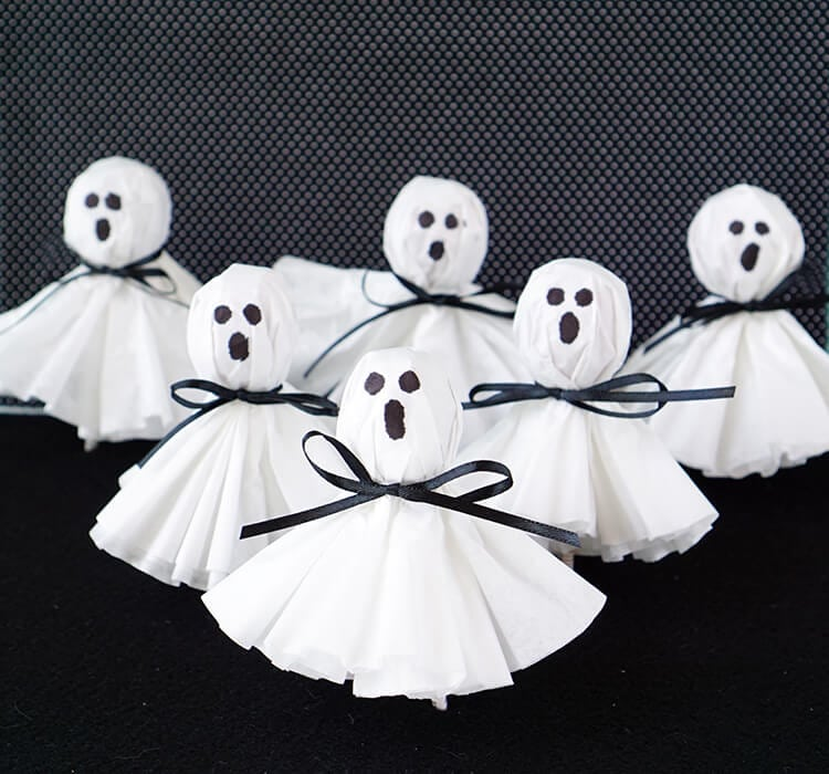 Halloween Crafts for Preschoolers lollipop ghost